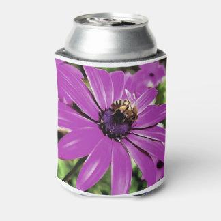 Honig-Biene auf einer Frühlings-Blume Dosenkühler
