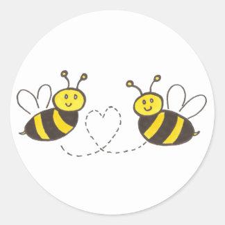 Honig-Bienen mit Herzen Runder Aufkleber