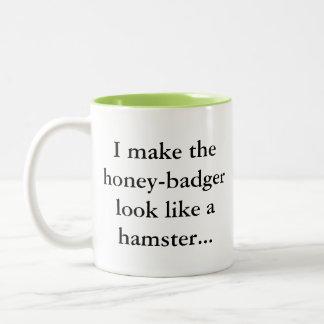 Honig-Dachs ist ein Hamster… Sassy Spaßgamer-Spaß Zweifarbige Tasse
