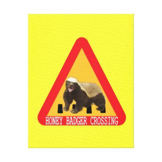 Honig-Dachs-Überfahrt-Zeichen - gelber Hintergrund Gespannter Galerie Druck