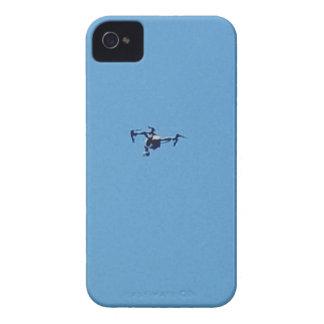 Hoovering Drohne gegen blauer Himmel-Einfachheit iPhone 4 Etuis