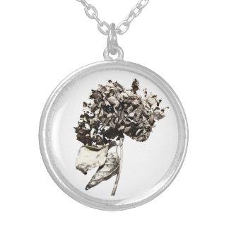 Hortensienmedaillon Versilberte Kette
