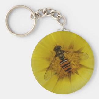 Hoverfly auf einer Ringelblume Keychain Schlüsselanhänger