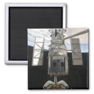 Hubble Weltraumteleskop in Atlantis-Laderaum Quadratischer Magnet