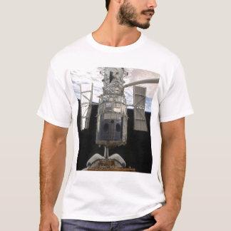 Hubble Weltraumteleskop in Atlantis-Laderaum T-Shirt