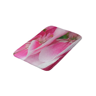 Hübsch in den rosa Blumen Badematte