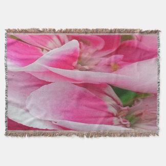Hübsch in den rosa Blumen Decke