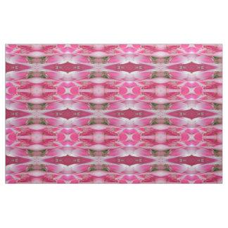 Hübsch in den rosa Blumen Stoff