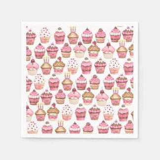 Hübsch in den rosa kleinen Kuchen Serviette