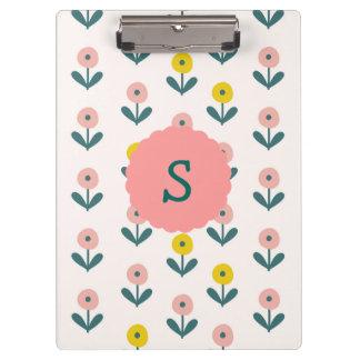 Hübsche Frühlings-Blumen mit Initiale Klemmbrett