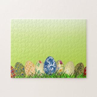 Hübsche gemusterte Ostereier auf Frühlingsgrün Puzzle