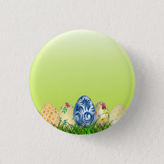 Hübsche gemusterte Ostereier auf Frühlingsgrün Runder Button 3,2 Cm