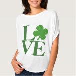 Hübsche grüne Kleeblatt-Liebe T Shirts