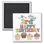 Hübsche Kuchen-3. Geburtstags-T-Shirts und Geschen Magnete