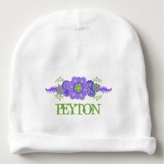 Hübsche lila Blumen-Mittelstück-Namen-Schablone Babymütze