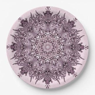 Hübsche malvenfarbene Mandalakunst auf Pappteller