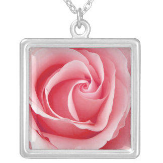 Hübsche rosa Rosen-Anhänger-Halskette Halskette Mit Quadratischem Anhänger
