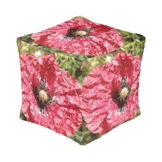 Hübsche rote Mohnblumen-Blumen-Makrowürfel-Puff Kubus Sitzpuff