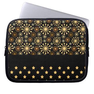 Hübsche Schneeflocken und Sterne Laptopschutzhülle
