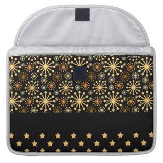 Hübsche Schneeflocken und Sterne MacBook Pro Sleeve