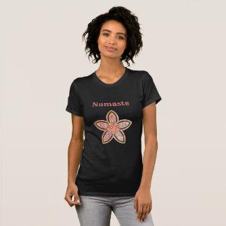 Hübscher BlumeMandala Namaste Entwurf T-Shirt