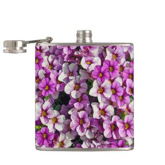 Hübscher Blumendruck der rosa und lila Petunien Flachmann