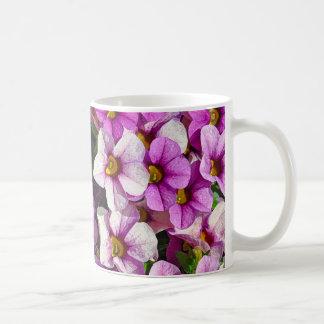 Hübscher Blumendruck der rosa und lila Petunien Kaffeetasse