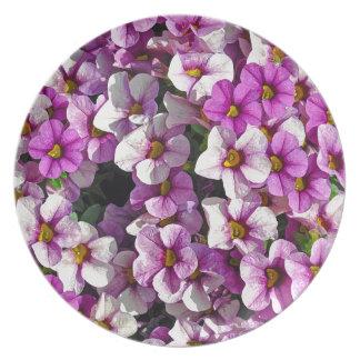Hübscher Blumendruck der rosa und lila Petunien Teller