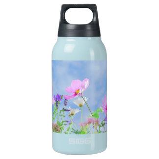 Hübscher Frühlings-wilde Blumen Isolierte Flasche