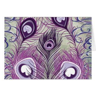 Hübscher lila Pfau versieht eleganten Entwurf mit Karte