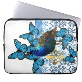 Hübscher Pfau und blaue Schmetterlinge Computer Schutzhülle