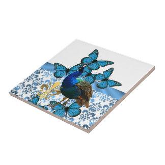 Hübscher Pfau und blaue Schmetterlinge Keramikfliese