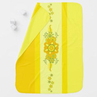 Hübsches gelbes Blumen-Mittelstück u. Streifen Kinderwagendecke