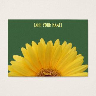 Hübsches gelbes Gerbera-Gänseblümchen auf Grün Visitenkarte
