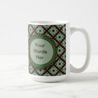 Hübsches grünes braunes kreuzweises Muster Kaffeetasse