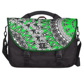 Hübsches Lacy blumiges Muster in der grünen Laptop Laptop Tasche