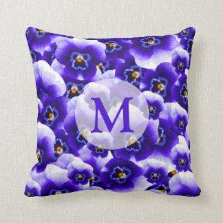 Hübsches lila Frühlings-Stiefmütterchen Muster und Kissen