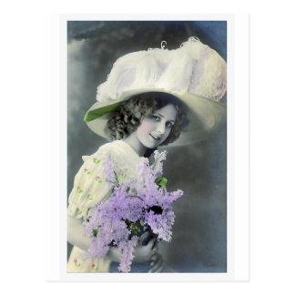 """""""Hübsches Mädchen mit lila"""" Vintagem Postkarte"""