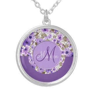 Hübsches Monogramm-lila u. weiße Blumenhalskette 4 Versilberte Kette