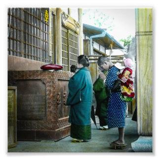 Huckepack tragen zur Gebets-Zeit am lokalen Tempel Fotodruck