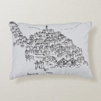 Hügelstadt von Abricale, Italien Zierkissen