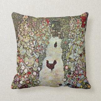 Hühner des Garten-Weg-w, Gustav Klimt, Kunst Kissen
