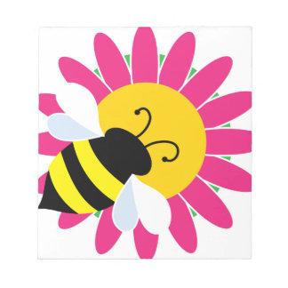 Hummel-Biene auf Blume Notizblock
