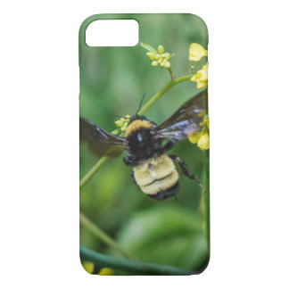 Hummel-Biene im Flug iPhone 8/7 Hülle