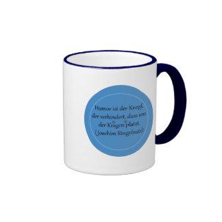Humor ist der Knopf der verhindert Kaffee Tassen