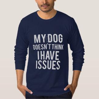 Hund denkt nicht, dass ich der LS-Shirt der