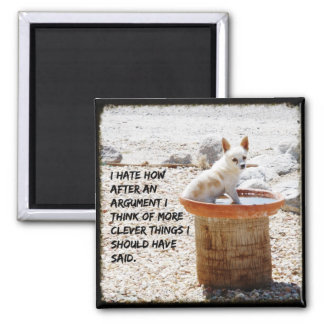 Hund im Birdbath-Foto-Zitat-Magneten Quadratischer Magnet
