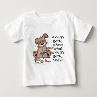 Hund kaut Schuhe Baby T-shirt