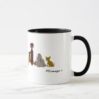 Hündchen in einer Reihen-Tasse Tasse