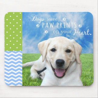Hunde verlassen Tatzendrucke auf Ihrem Herzen Mousepads